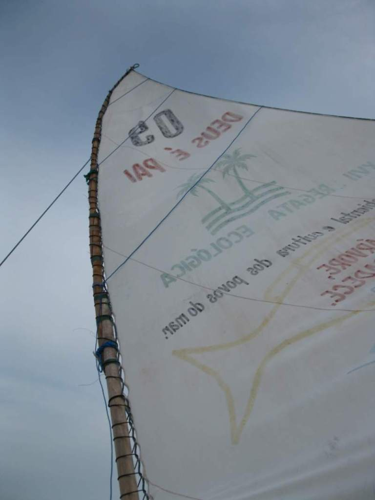 A jangada's mainsail showing the carregadeira or gathering line.
