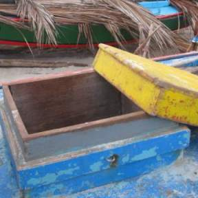 The jangada's hatch and cover.