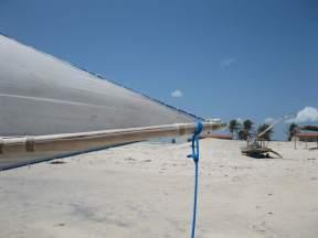 A jangada's escota (mainsheet) tied to the end of the boom.