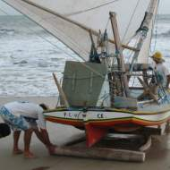 A jangada's escota (mainsheet) wrapped on the windward Calçador.