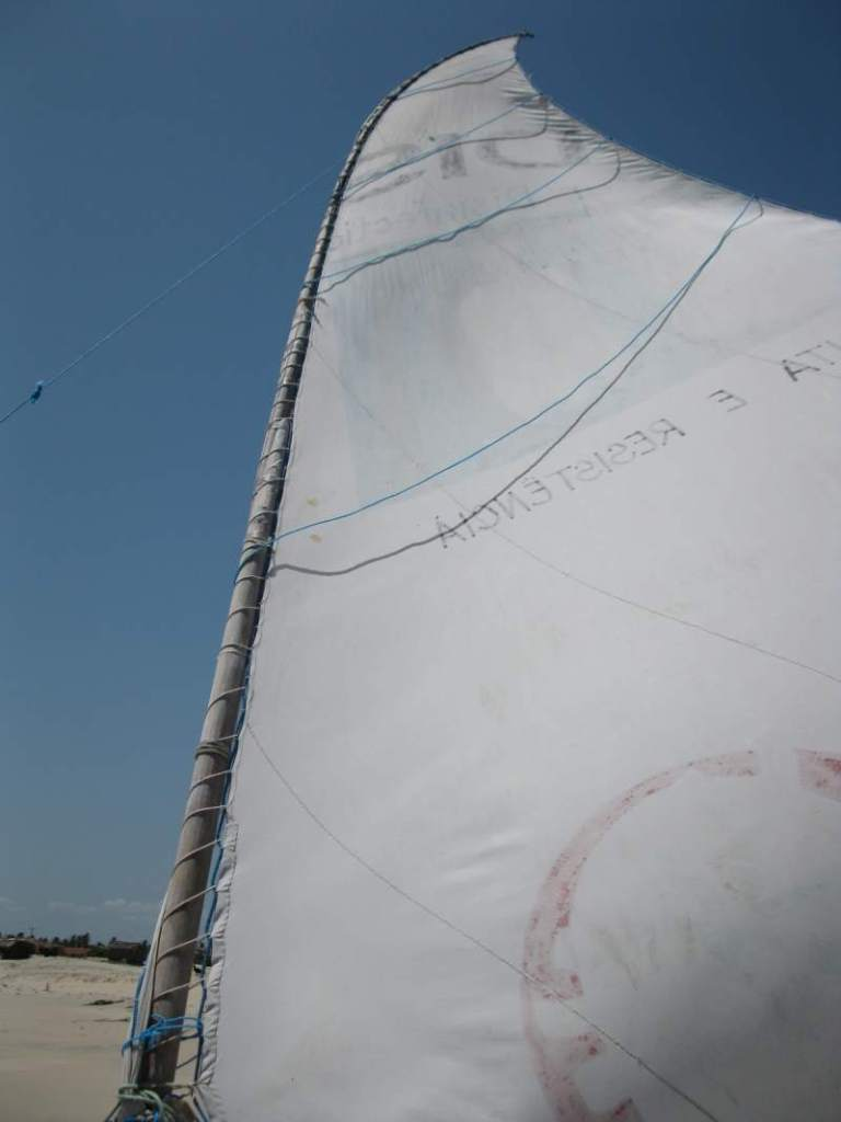A paquete's mast with the sail unfurled.