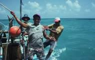 A jangadeiro (Ivan) wetting the mainsail with an aguador.
