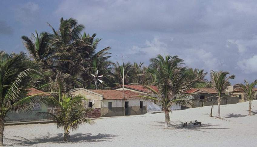 Houses at Prainha do Canto Verde. A series of pictures.